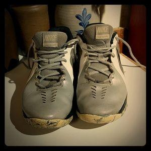 Nike Air Mavin Low Basketball Sneakers